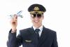 Uniformes de los pilotos de aerolíneas: qué significan las rayas distintivas
