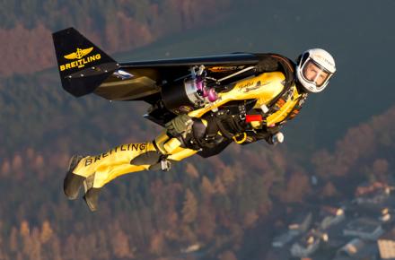 Jetman sobrevolando