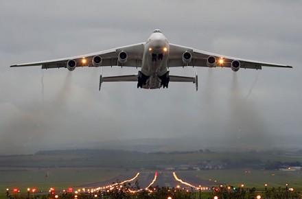 Aterrizaje del Antonov 225